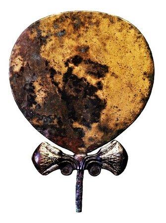 Specchio in bronzo dorato, proveniente dalla Necropoli di Soleb,  (XIV sec. a.C.).