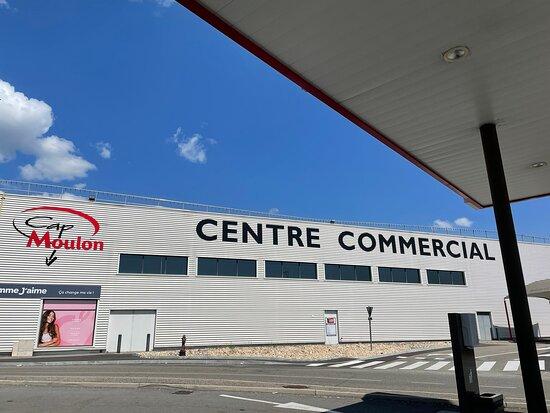 Centre Commercial Cap Moulon