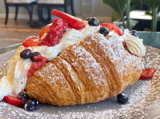 Beries and cream croissants