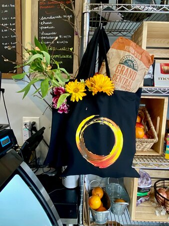 Ovation Tote Bags