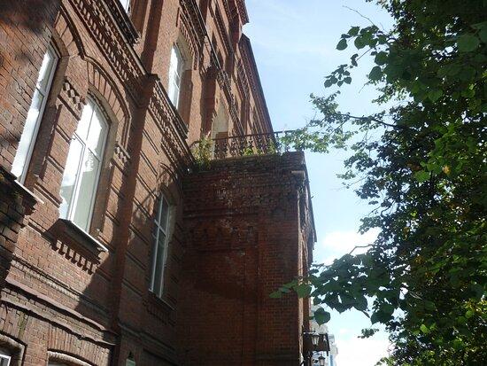 Великолепный балкон - тоже в запустении