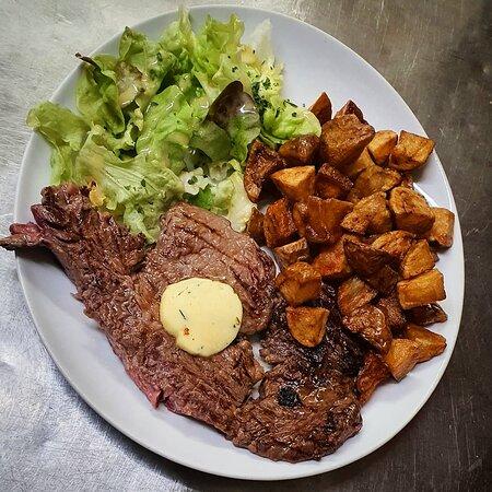 Entrecôte grillée (race à viande d'origine française) et son beurre persillé