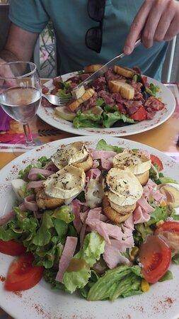 salade du grill (grande) en haut et salade chèvre (grande) en bas