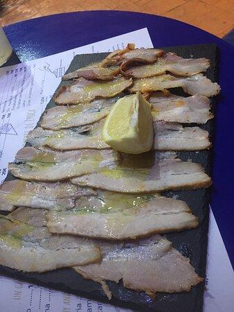 Pulpo Encebollado tortilla de gambas al pil pil chicharrones de Cádiz anchoas del Cantábrico en pan Cristal!