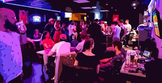Un beau tableau qui représente l'ambiance à l'intérieur du Rift ! On a hâte de vous retrouver pour déguster un de nos cocktails autour du jeu de votre choix accessible gratuitement !