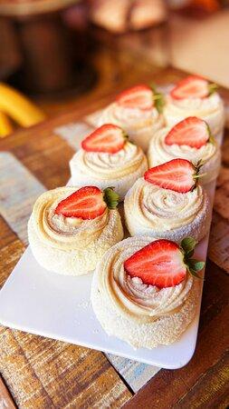Cake Ninho com Frutas Vermelhas