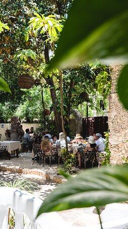 En el patio del atrio en Valladolid, Yucatán.