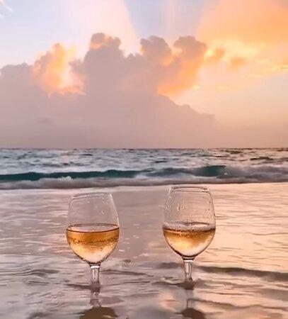 Disfruta el momento al lado de la persona que más ames en tu vida...  Te lo recomiendo.... Let's to explore Cuba.... Te brindamos la oportunidad de conocer el destino Cuba...Un destino además de sol y playa, historia, cultura y tradiciones.. nos rodea lo mágico de estilo colonial de nuestras arquitecturas...  Sitio web: www.cuba-trips.com Whatsapp: +5354752721 Email: aclubhab.cubatrips@gmail.com Solicite toda la información que usted necesite.....!!!!!
