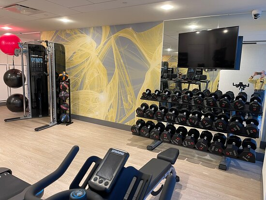 New, modern, clean, very convenient hotel close to the Boston teaching hospitals. Also has nice conveniences:  valet parking ($40), small pool, adequate small gym, outside terraces, self laundry, snack center, and good restaurant with take out lunch & dinners.