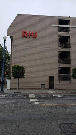 Hotel Riu Plaza quick walk to Fisherman's Wharf