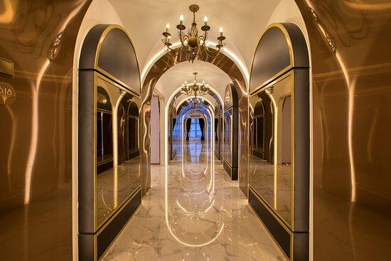Glam Corridor
