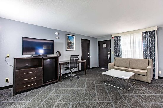 King Suite w/ Sofa Bed