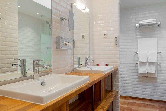 Hotel George - Apartment Bathroom
