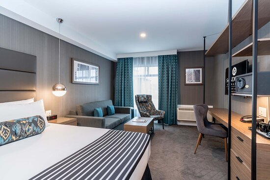 Signature Corporate King Room with Sofa Bed