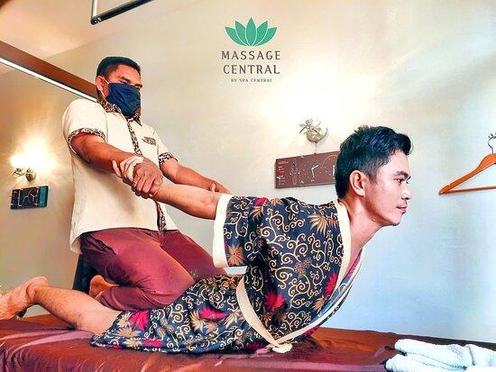 Nagoya, Indonesia: Acupressure Massage