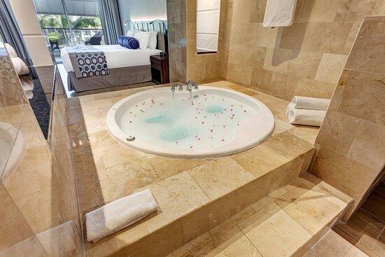 One-Bedroom Presidential Jacuzzi Suite