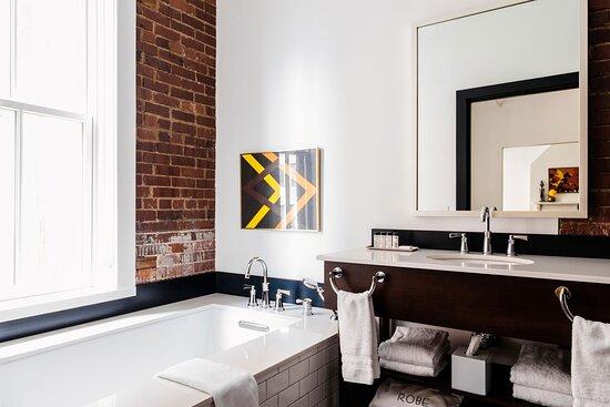 Executive Suite The Mod Bathroom