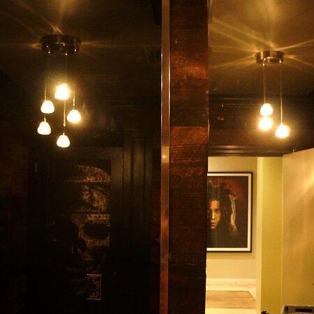 Mensbathroom Reflection Sq