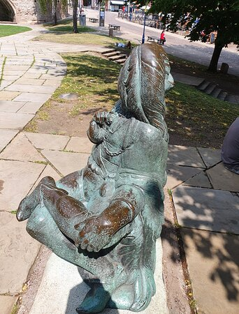 Robin Hood & Merry Men Statues