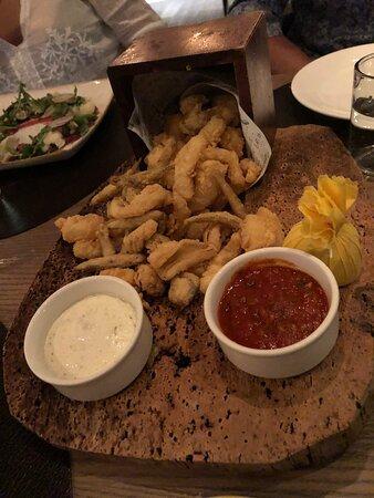Restaurant typiquement italien. La décoration est sobre et agréable. Le carpaccio est délicieux.
