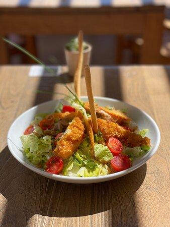Une de nos salades : La Cardini's au poulet.