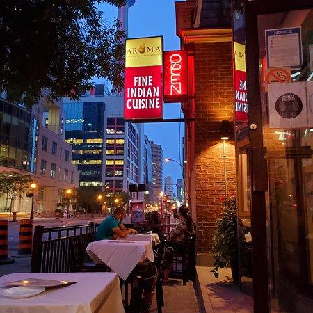 Toronto, Kanada: Aroma patio with view of CN tower.