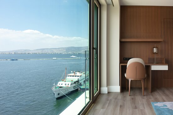 Izmir Marriott Junior Suite working area