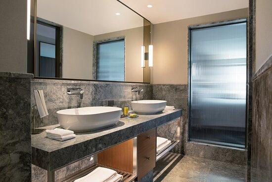 Izmir Marriott Executive Bathroom