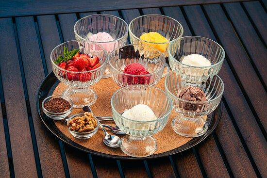 Яркие и фруктовые сорбенты и мороженое.