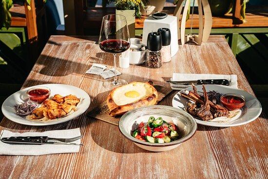 Раздел кавказской кухни в меню