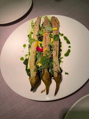Berenjenas deliciosas, suaves y tiernas la salsa pesto con sabor denso pero apetecible.