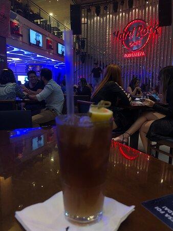 Hard rock fortaleza, excelente atendimento e comida. Melhor Happy Hour da cidade.