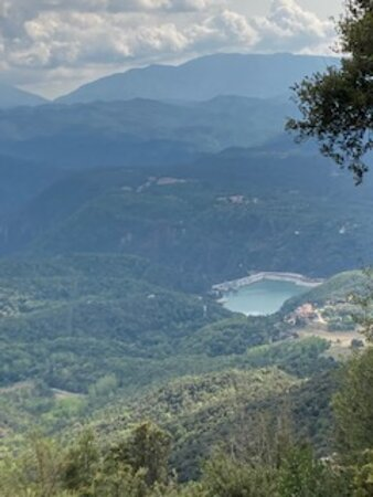 Vista de la presa del embalse de Sau