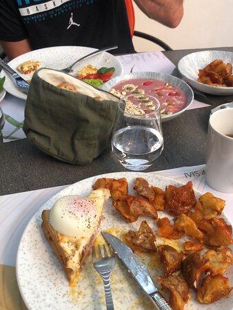 Фото из лобби отеля. С личной террасы. А так же с завтрака.