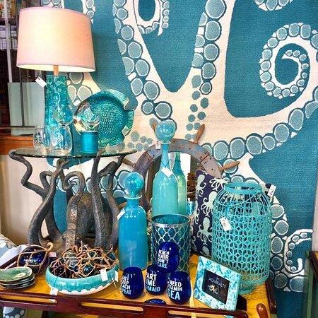 جزيرةغالفستون, تكساس: The Admiralty, in business since 1993, offers wonderful home decor, gifts, jewelry, and art with a wonderful beach vibe.