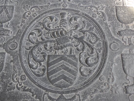 Mechelen, Onze-Lieve-Vrouw-over-de-Dijlekerk: ledger stone - coat of arms