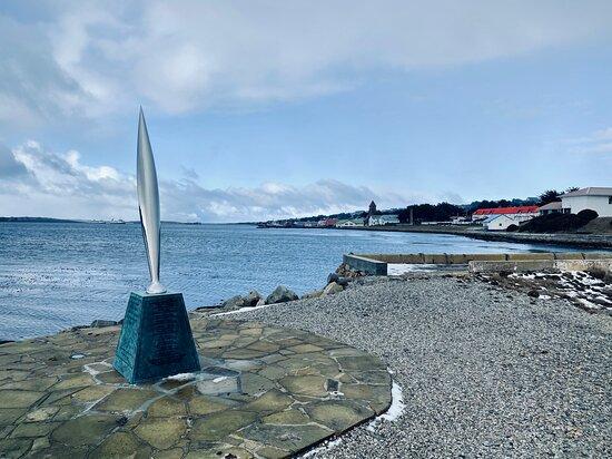 סטנלי, איי פוקלנד: The Antarctic Monument, Stanley Harbour (unveiled in 2015).