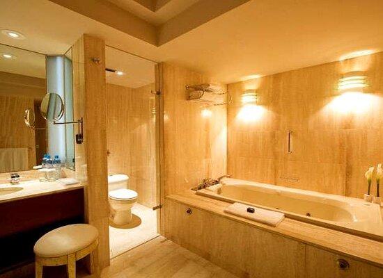 Executive Suite Bathroom Swissotel Lima