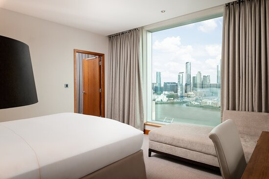 One bedroom suite with Canary Wharf view