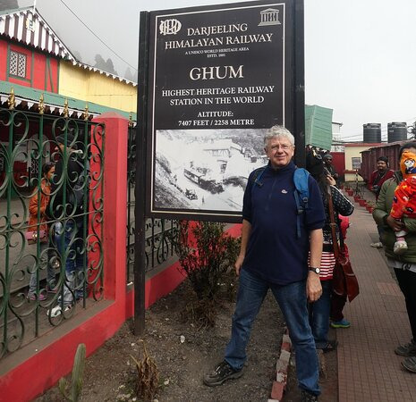 Darjeeling, Hindistan: Martin, excited to start the day with the Colonial Heritage Walk of the hill town