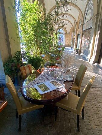 Camelot, esterno, tavolo e sedie