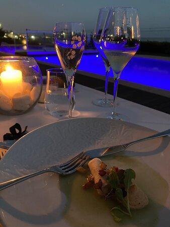 Jantar de Degustação, à beira da piscina
