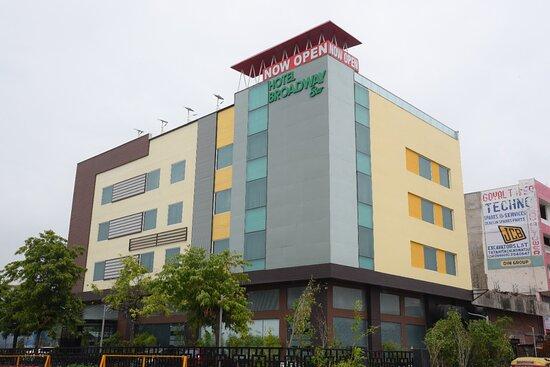 Parking - Collection O 135 Hotel Broadway Transport Nagar, Jaipur Resmi - Tripadvisor