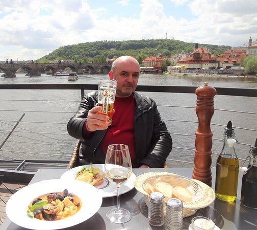 Ну, за Прагу!
