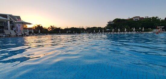 Restautant ve havuz