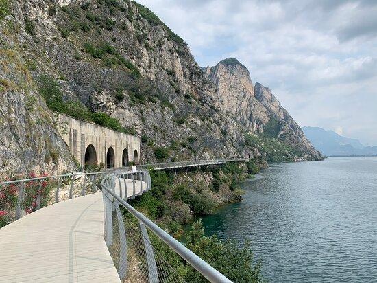 Fietsen langs het Gardameer
