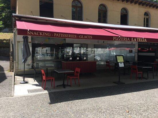 Nouvelle pizzéria située juste en face de l'ancienne !