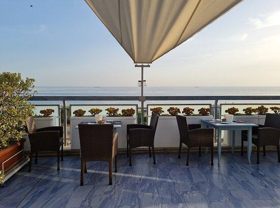 balcone  ultimo piano per colazione