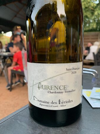 A nice chardonnay blend from Domaine des Berioles, a young vineyard in the Auvergne which offers tastings at the estate.
