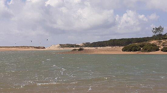 La plage du Veillon au loin